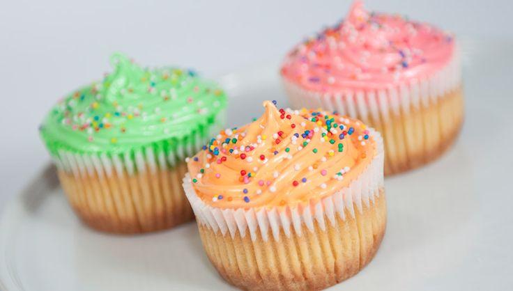 [Cupcakes de Vainilla en Colores] Gourmet Cheesecakes. Pedidos al (505) 83624340. #cupcakes #vainilla #vanilla #colores #colours #delicious #deleite #gourmetcheesecakes #gcheesecakes #nicaragua #deleitedeprincipioafin