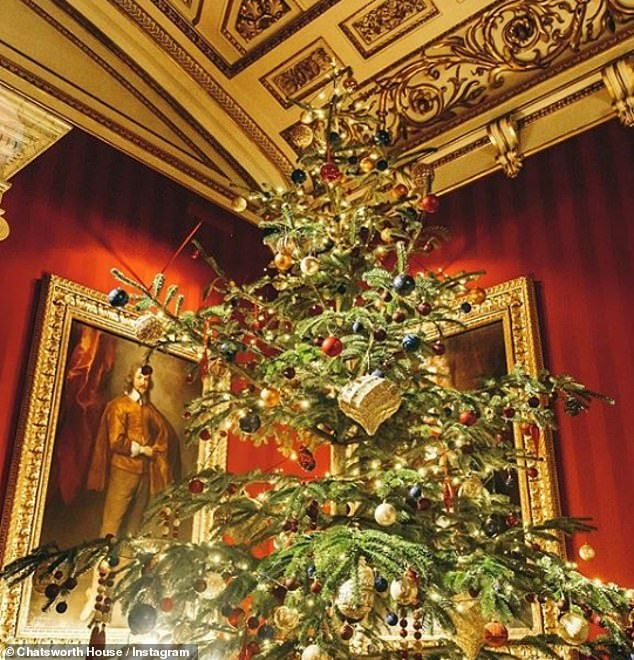 Britain S Stately Homes Get Dressed Up For Christmas Daily Mail Online Stately Home Chatsworth Joy To The World