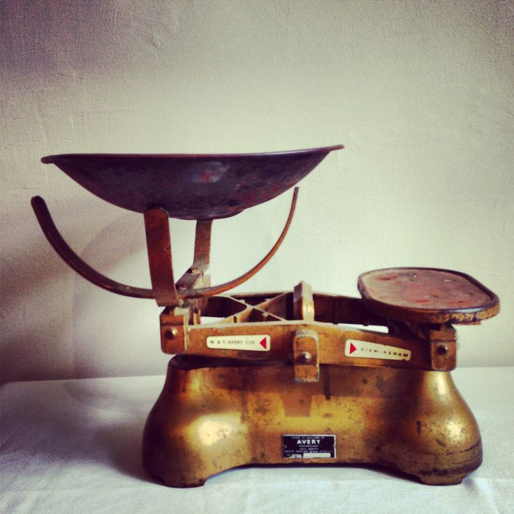 Vintage Mustard Metal Scale & Weight - R1135
