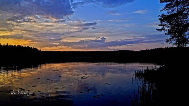 #finnskogen #follow4follow #dreamnorway #tv2storm #tv2vært #best2norway #ulbolig #visitnorway #norgerundt #eastnorway #norgesferie #nrkøstnytt #vg #friluftsliv #villmark #speilbilde #2vær #glåmdalen #hyttelivet #fiske #fishing #hunting #åsnes
