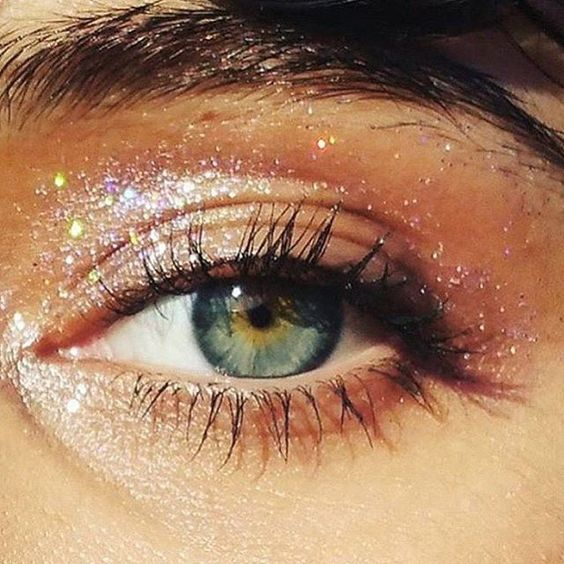 Glitter eyes perfect for festival season.