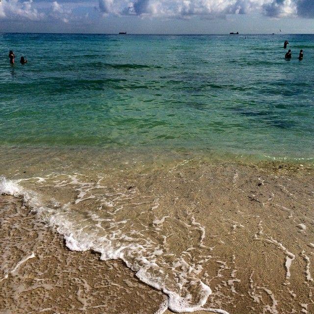 30 отметок «Нравится», 3 комментариев — Fabio Cembranelli (@cembranelli) в Instagram: «#happynewyear #2015 #goodbye #2014 #miamibeach #miami #oceandrive #southbeach #florida #usa…»