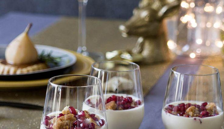 Een heerlijk toetje voor kerst: tiramisu met bitterkoekjes, kaneel en granaatappel.Supersimpel en zo klaar, maar door de prachtige rode granaatappelpitjes e...