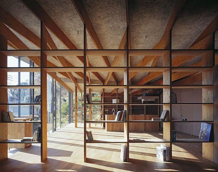 Geo Metria House | iGNANT.de  open shelves seperating piano room & entry