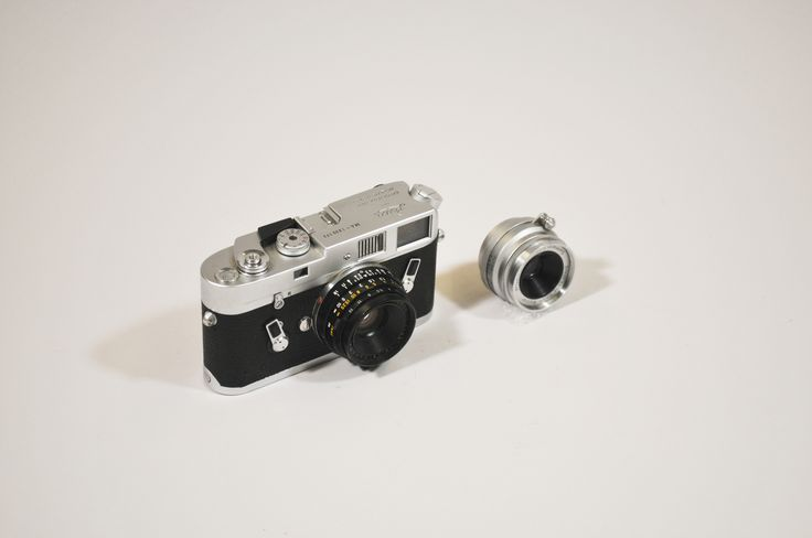 35 mm roll film single-lens reflex camera Manufacturer: Leica; Model: M-4 Date: 1970s Accession: 00; Catalog: 000872 Photo: USGS