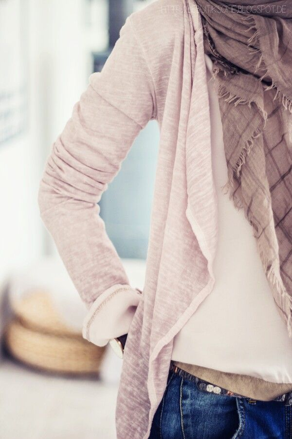 Love the blush/rose cardigan with cream baggy shirt and brown scarf