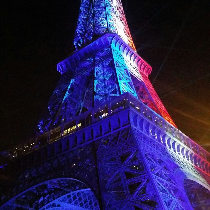 The Eiffeltower in the french flag colors!!