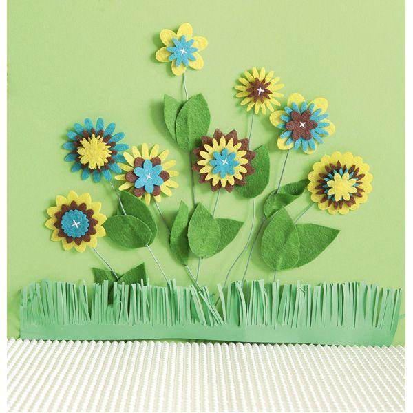 Dekoracje z filcu DIY  http://www.mojebambino.pl/akcesoria-do-tworzenia-strojow-upominkow-dekoracji-sal/10520-dekoracyjne-kwiatki-z-filcu.html