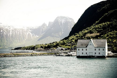 yeah, I could live there.Water, Norway Travel, Lake Houses, Lakes House, Favorite Places, Dreams, Beautiful, The Great Outdoor, Wanderlust