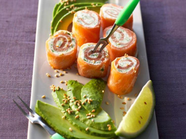 Découvrez la recette Bouchées de saumon aux herbes sur cuisineactuelle.fr.