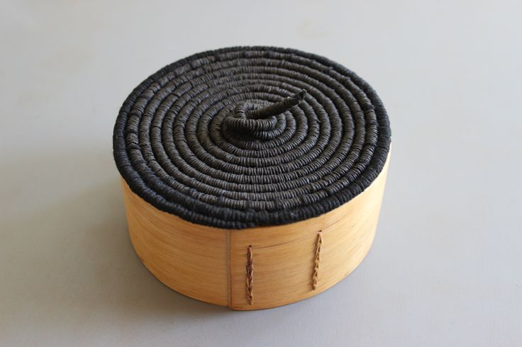 Coiled lid for a box of birch - B Maj