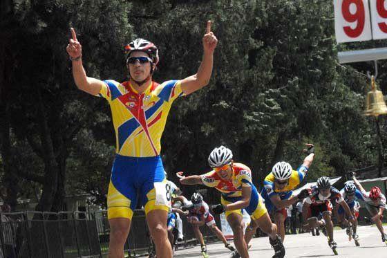 Juegos Mundiales de Cali 2013 Andrés Felipe Muñoz ganó una nueva medalla de oro para Colombia El caleño terminó con un registro de 1:21:678 para colgarse su segunda medalla de oro.