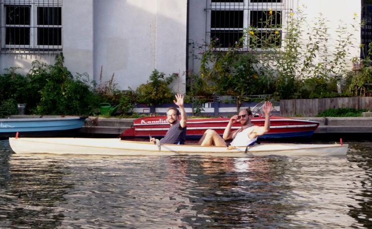 Mit Freunden auf der Spree in Berlin am Treptower Park im selbst gebauten #Kanu