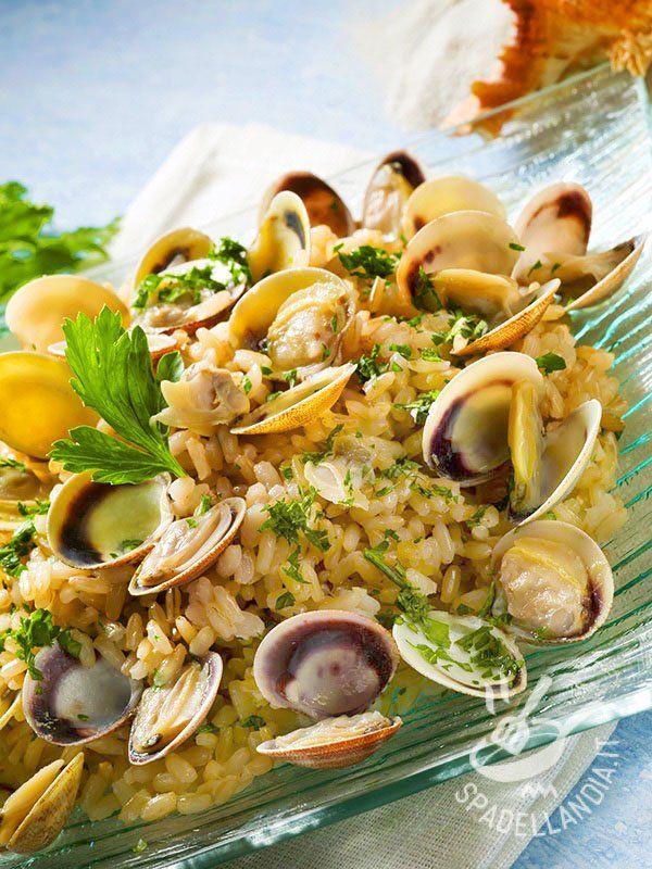 Per una ottima riuscita del Risotto alle vongole veraci acquistate molluschi freschi e di qualità perché sono l'ingrediente che fa davvero la differenza!