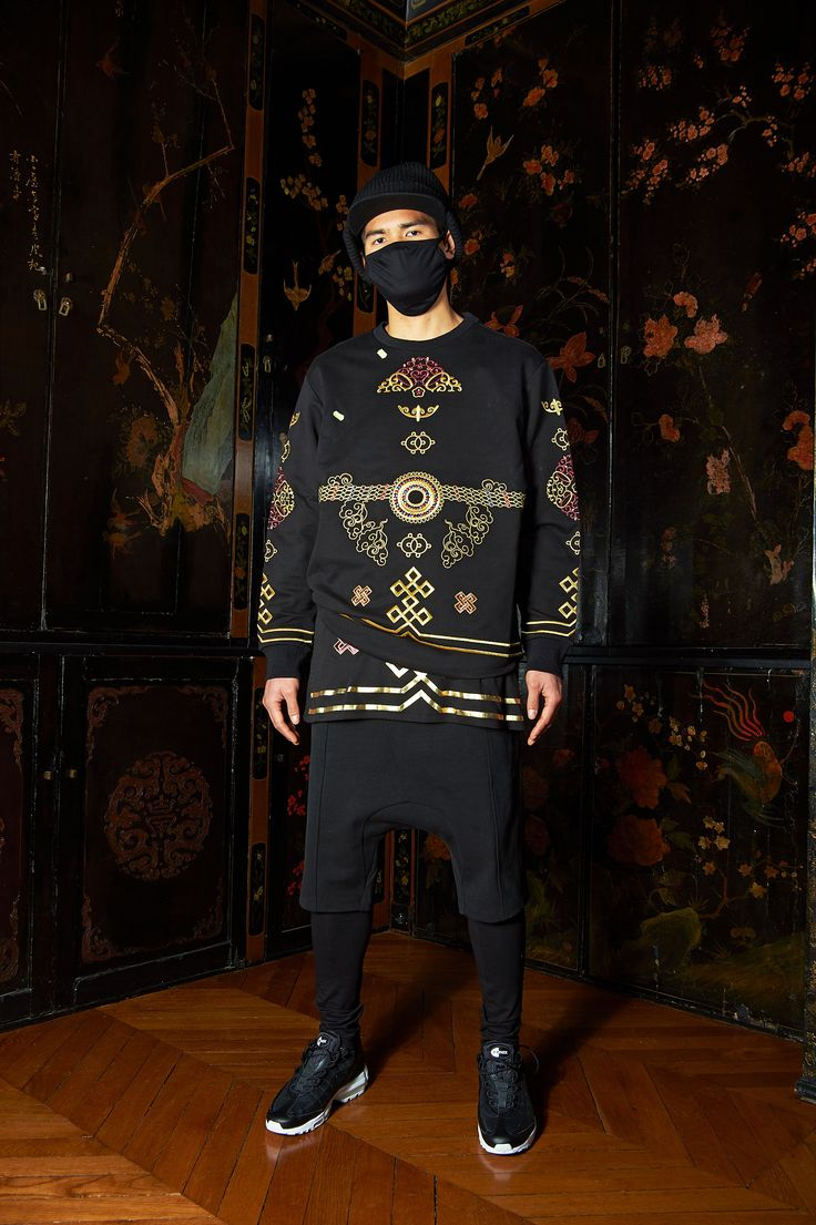 See the complete Les Benjamins Fall 2017 Menswear collection.