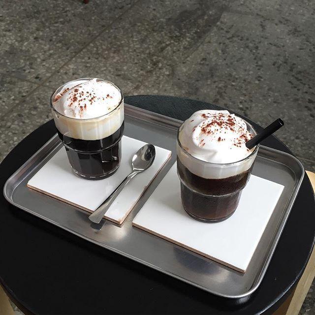 거품 호로록  맛있는 커피 마시니 살거 같으다 ❤️ . . . . #카페스타그램 #커피스타그램 #투피스 #비엔나커피 #dailypic #twoffice