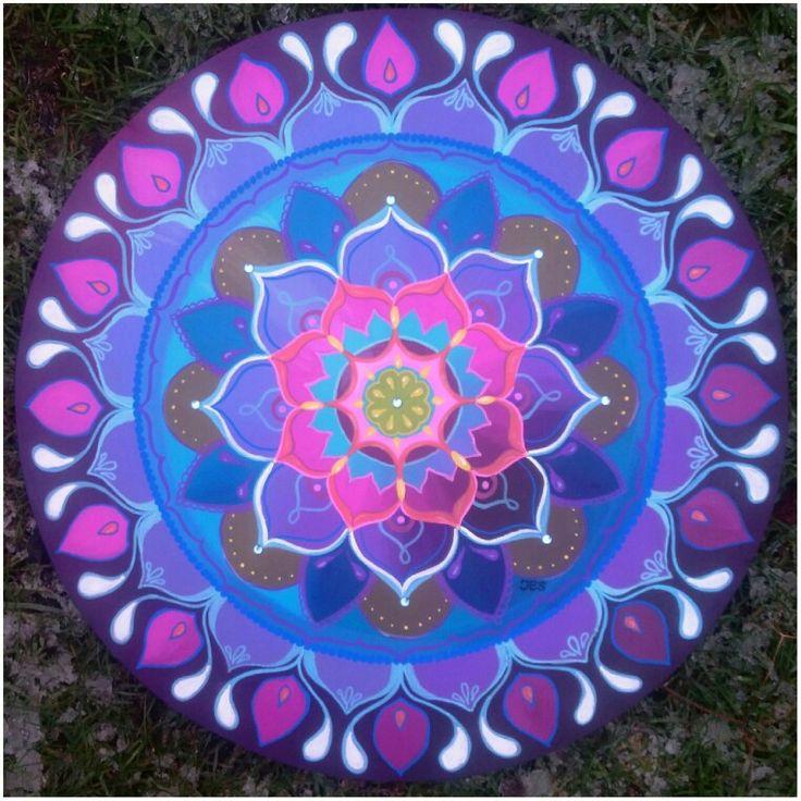 Boho-energy-circle nmr 19 van 50cm is verkrijgbaar bij www.creativeartbyjessica.nl #mandala #mandalas #mandalaoftheday #painting #schilderij #art #kunst #bohemian #bohostyle #hippie #hippiestyle #hippiechic #bohoenergycircle #yoga #roundie #fashion #mindfulness #happy #spiritualiteit #spiritual #hippieart