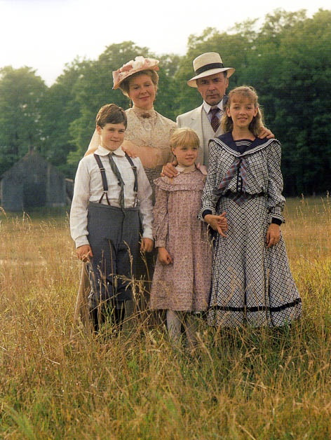 The family King. Alec and Janet, and from left to right: Felix, Cecily and Felicity.
