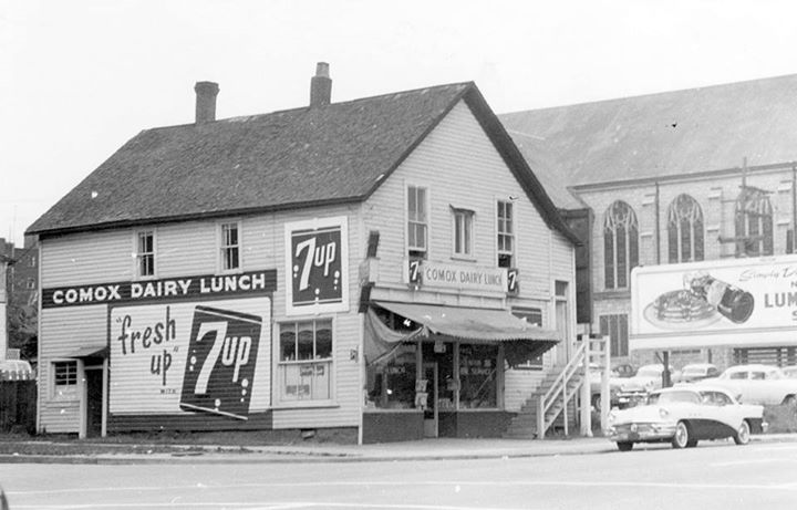 This is 1055 Burrard Street, 1956. On the right-hand side, you can see St. Andrews-Wesley United Church. Apparently this establishment was the Comox Dairy Lunch. Rumour has it they sold 7-Up as well as milk. (Photo via City of Vancouver Archives, Bu P513.1)