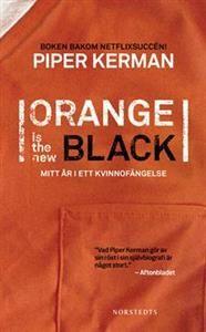 """Piper Kerman lever ett lyckligt hipsterliv i Brooklyn. Hon njuter av sin tillvaro som creative director och är förlovad med en tidskriftsredaktör. Hon har ganska lite gemensamt med den tjej hon var tio år tidigare, då hon under sina """"vilda år efter college"""" hjälpte sin (dåvarande) flickvän att smuggla drogpengar till Europa. Men hennes förflutna hinner ikapp henne. Hon döms till ett femton månader långt straff på Club Fed"""", ett ökänt kvinnofängelse i Danbury.I Orange Is the New Black…"""