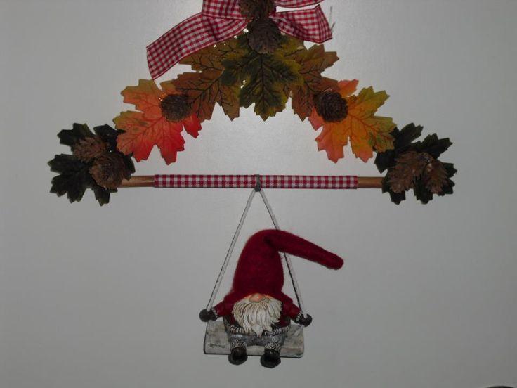 kledinghanger bewerkt met herfstbladeren