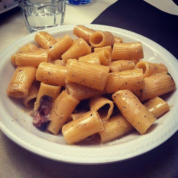 Rigatoni alla gricia presso osteria romana - #pasta #lunch #roma #italianfood instafood #instagnam #foodporn #foodday #osteria #cucinaromana #gricia