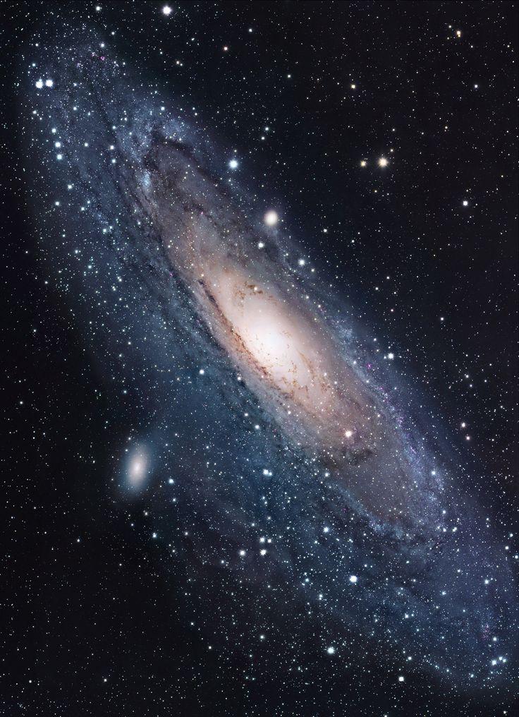 Nítida foto da Galáxia Andrômeda, feita pelo telescópio espacial Hubble.