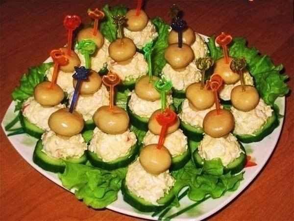 """Закуска на шпажках """"Грибная поляна"""" (фото, рецепт, просто, в домашних условиях, праздничный стол, закуски на новый год, рождество, 8 марта)"""