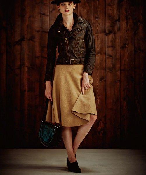 サーキュラースカートJohnbull Private labo(DUL DE VERRE )¥19.000  履き心地最高のスカート。レザーとのコーディネートで最強に。
