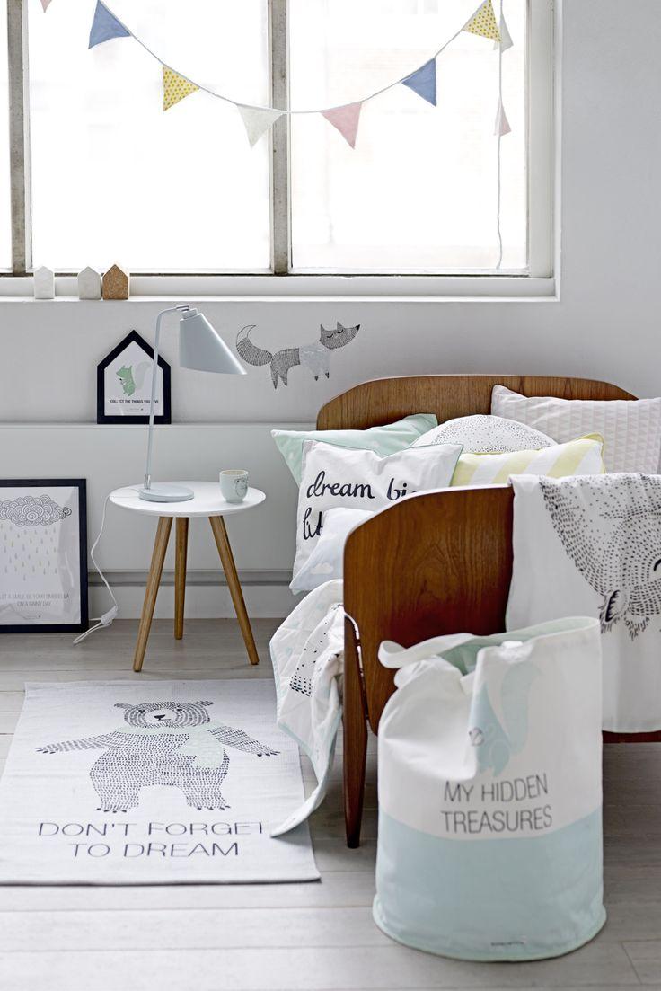 """Fin opbevaringspose fra Bloomingville med teksten """"My hidden treasures"""". Posen er lavet i kraftig kanvas. Opbevaringsposen er super anvendelige til næsten alt. Brug dem til opbevaring af legetøj, tøj, sko eller vasketøj."""