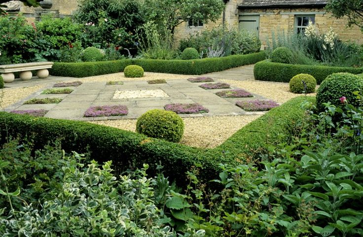 677 best garden boxwood images on pinterest for Garden maze designs
