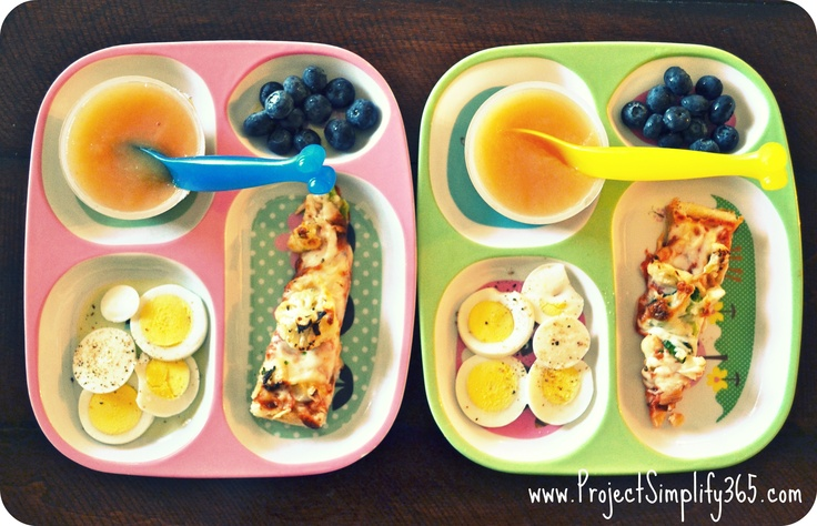frozen pizza topped with veggies + hard boiled egg + blueberries + applesauce = easy healthy kids meal