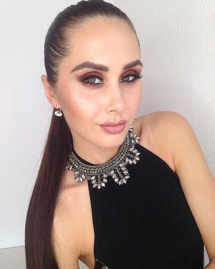 Хотите большую, упругую попу��? Плоский животик? Рельефные плечи? Все к ➡️➡️➡️ @bazhenova_anya супер тренер����она создаст не только тело мечты ���� но и создаст вечерний, свадебный образ�������� . . . #instamakeup #instagramanet #instatag #makeup #makeupartist #makeupaddict #макияж #makeuplover #makeupforever #makeupbyme #cosmetic #cosmetics #eyeshadow #lipstick #gloss #mascara #palettes #eyeliner #lip #lips #tar #pomade #екатеринбург #concealer #powder #eyes #eyebrows #lashes #lash…