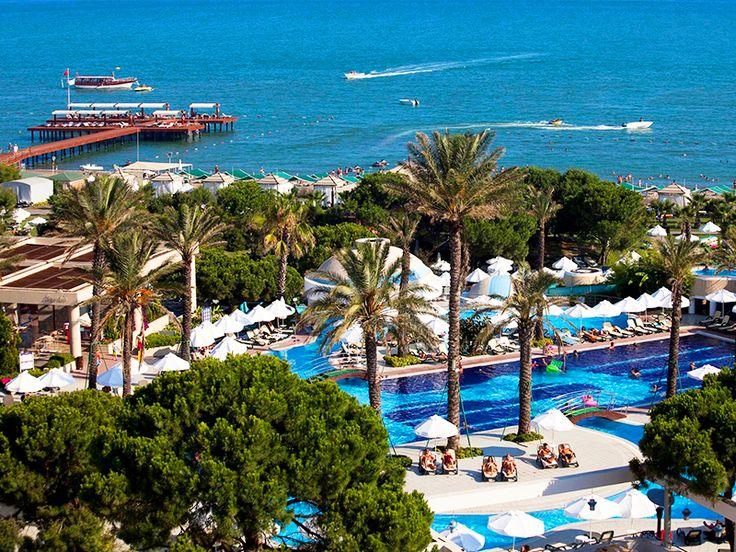 Belek'in altın sarısı kumlarının masmavi deniz ile birleştiği noktada Limak Atlantis De Luxe Hotel misafirlerine konfor dolu konaklamalar sunuyor. bit.ly/MNGTurizm-limak-atlantis-hotel-s