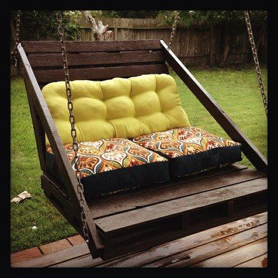 This is SO amazing. Here are more ideas for reusing Pallets and Shipping Crates. dailylifehacks:   Pallet porch swing as seen on Recyclart
