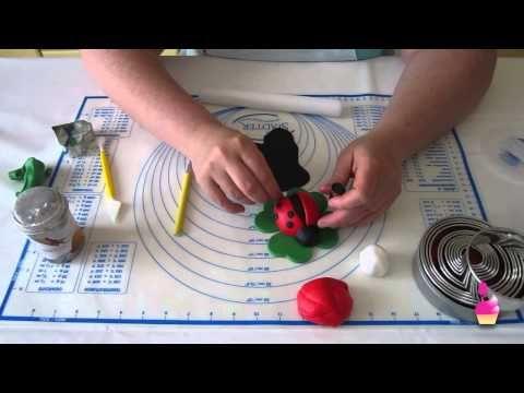 Decorazioni Dolci - Coccinella in pasta di zucchero con il modelling 3D base - YouTube