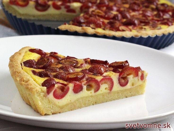 Recept na prípravu rýchleho koláča z čerešní na pudingu z kyslej smotany.