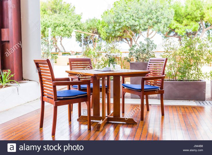 Download this stock image: woden garden furniture - J944B8 from Alamy's library of millions of high resolution stock photos, illustrations and vectors.