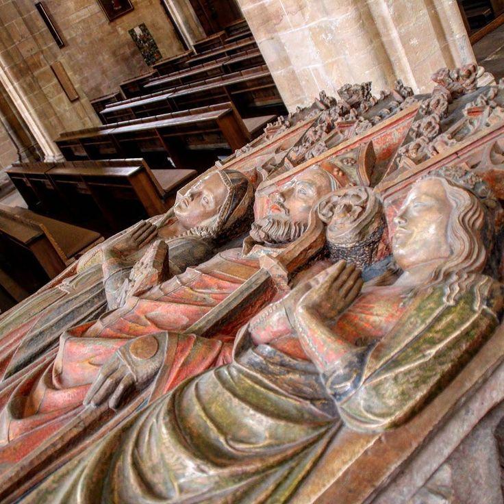 Severisarkophag - Darstellung des Heiligen mit Familie #relief #kirche…