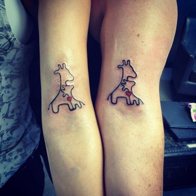 tatuajes madre e hijas jirafa