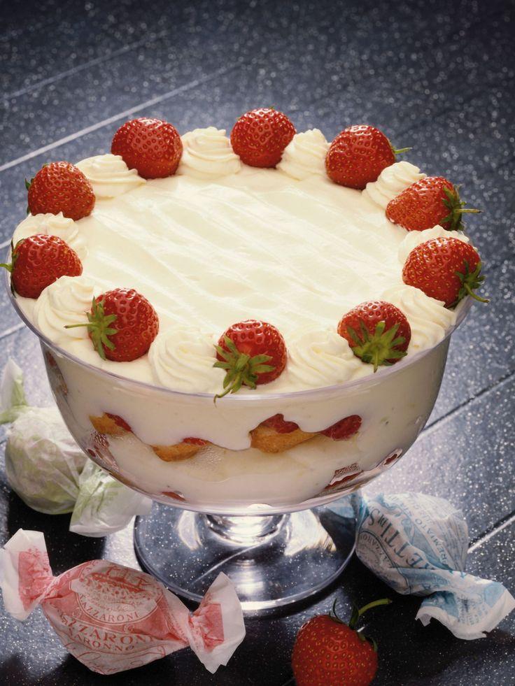 Itália *****Os italianos optam entre dois tipos de bolo - o millefoglie, que é de chocolate, creme de baunilha e morango e a zuppa inglese, que é recheada de chocolate e baunilha, creme e frutas