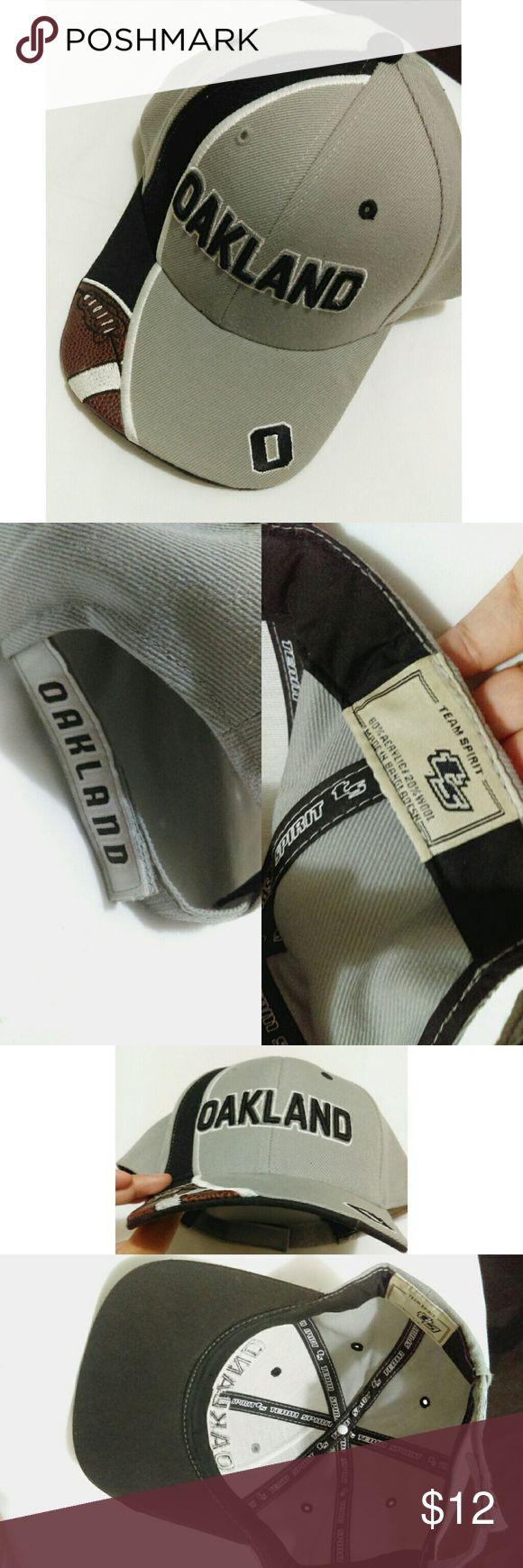 Oakland baseball cap Gray black & white Raiders colors. Adjustable velcro strap. Perfect game-day cap. Accessories Hats
