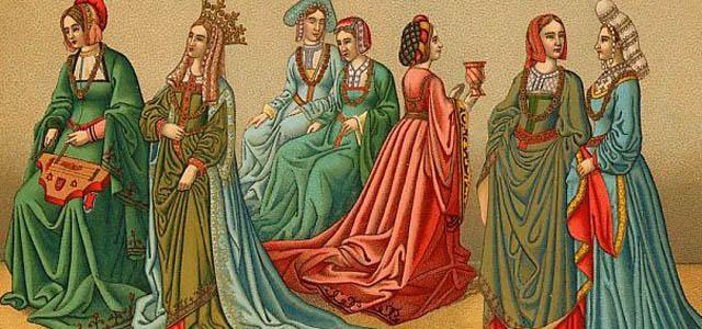 Aquí podemos ver vestidos que se usaban antiguamente.
