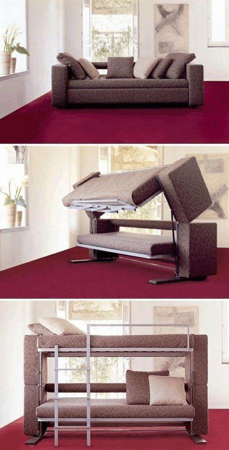 Sofá-cama inflável é uma opção prática e barata para receber as visitas que chegam para dormir. Depois você pode esvazia-lo e liberar espaço na casa. Clique da imagem e veja também fotos de diferentes modelos disponíveis no mercado.
