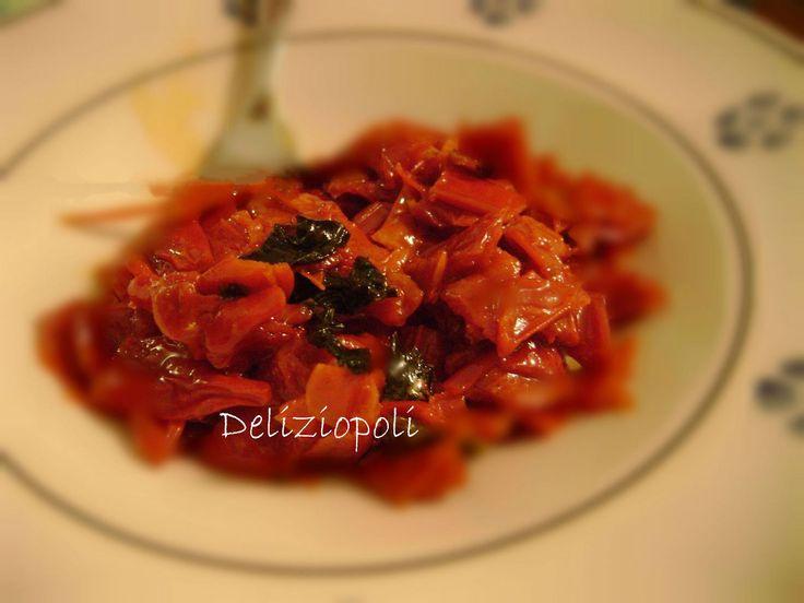 Inizio la mia avventura con Giallo Zafferano con una semplicissima ricetta di stagione, la conserva di peperoni rossi, per meglio dire friggitelli rossi e
