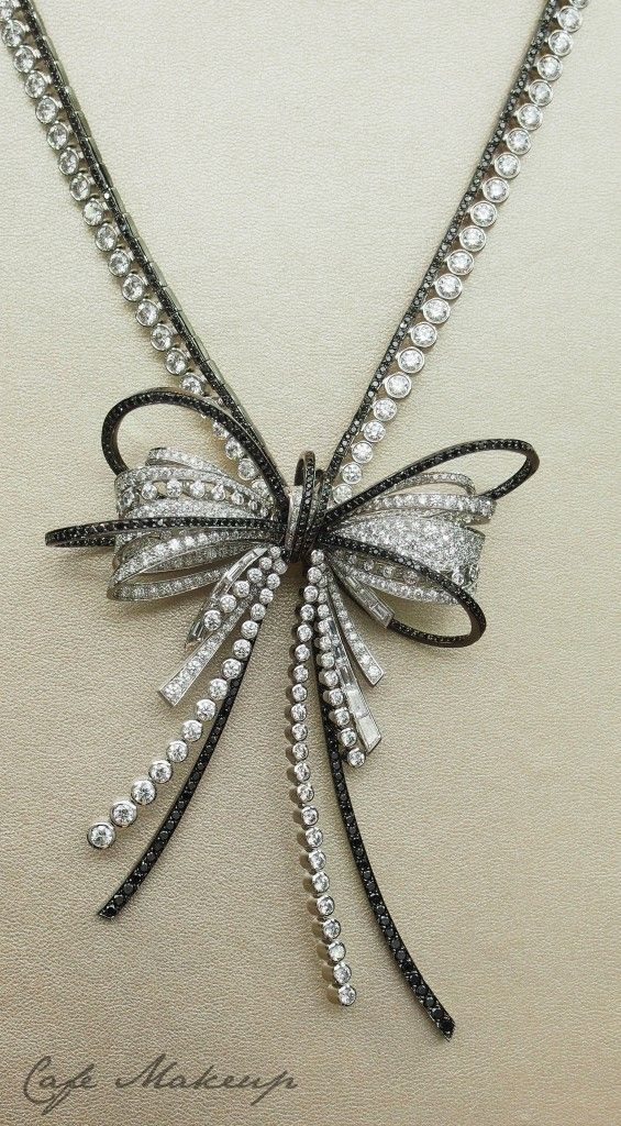 CHANEL | Diamond Bow Necklace | {ʝυℓιє'ѕ đιåмσиđѕ&ρєåɾℓѕ}