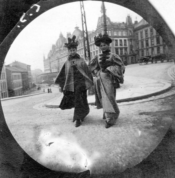 Young Student Secretly Photographs People with Hidden Spy Cam in the 1890s - Neatorama