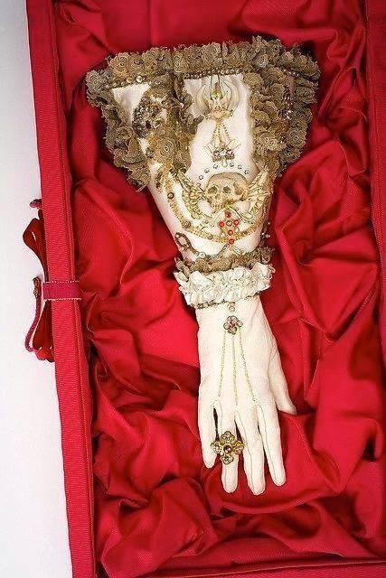 Tudor glove with embroidered memento mori