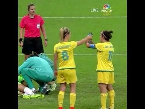 Football funny Aussie Captain Lisa De Vanna Struggles With Water Bottle