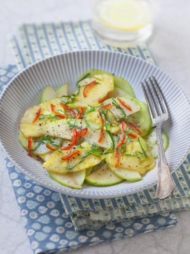 Salade indonesienne à l'ananas et au concombre